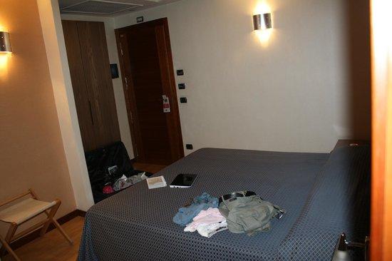 Hotel Magri's: очень большая кровать