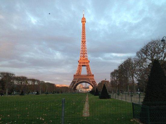 Hotel Relais Bosquet Paris: Eiffel Tower - Just a short walk away!