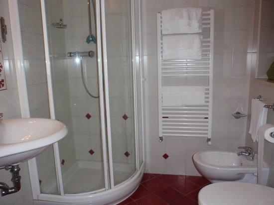 Hotel Alessandro della Spina: Baño