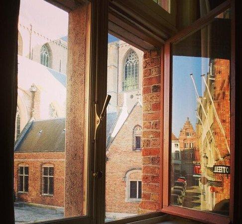 Bed and Breakfast 1669: вид из окна