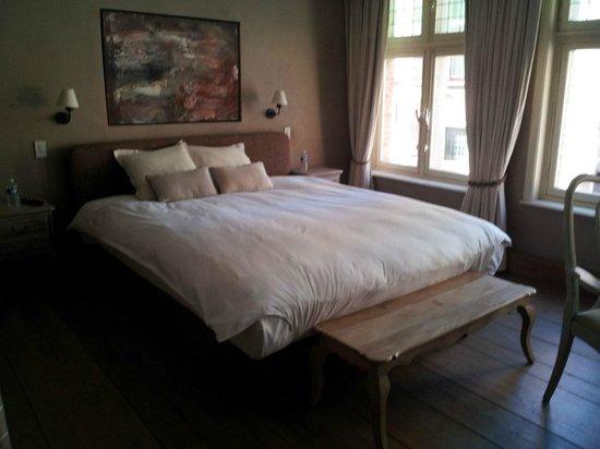 Bed and Breakfast 1669: кровать