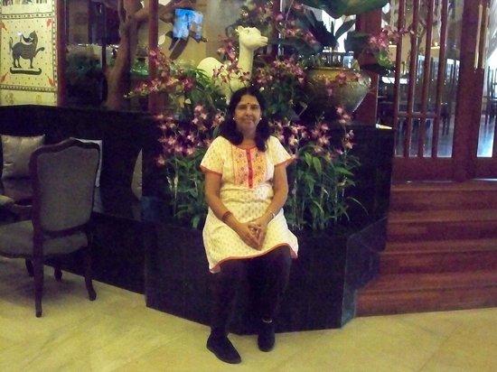 Grand Oriental Hotel: Christmas preparation at reception