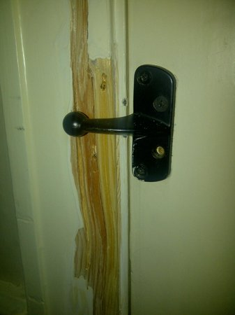 Innkeeper's Lodge Sandbach Homes Chapel : damage to door frame
