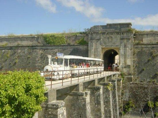 Le Petit Train du Château d'Oléron  : porte royale citadelle