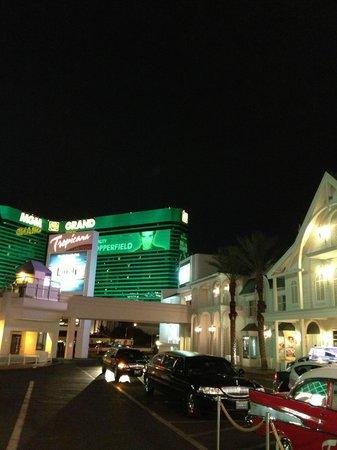 Tropicana Las Vegas - A DoubleTree by Hilton Hotel : frente do hotel