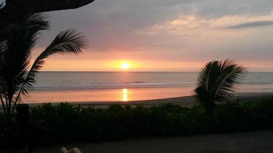 The Oberoi Bali: Sunset Oberoi beach