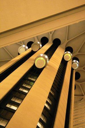 New York Marriott Marquis: Elevators