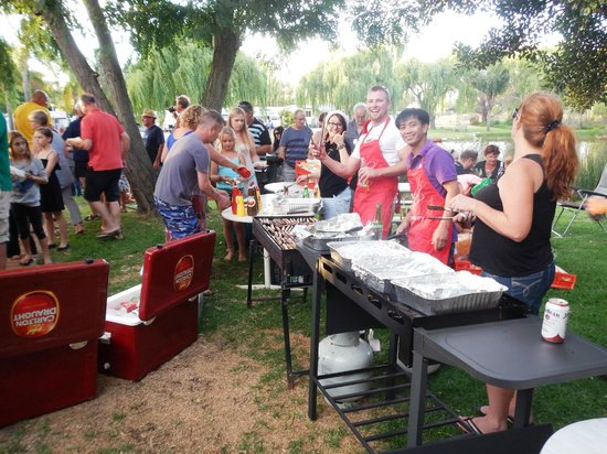 Karrinyup Waters Resort: Christmas Sausage Sizzle