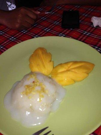 Bai Tong: Mango sticky rice