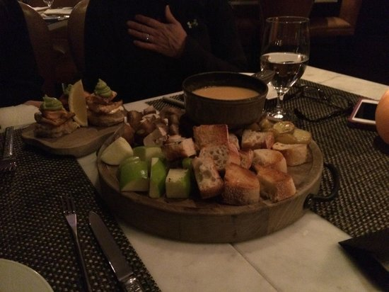 Waldorf Astoria Park City: Fondue at the bar/restaurant