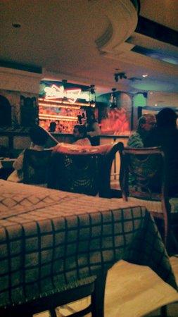 Cross Roads Bar & Restaurant: Good food good crowd good service
