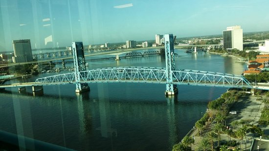 Hyatt Regency Jacksonville Riverfront : Waterfront view from a room on the 19th floor.