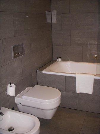 MOODs Boutique Hotel: Baño genial