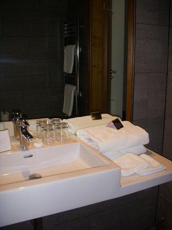 MOODs Boutique Hotel : Baño habitación strandart