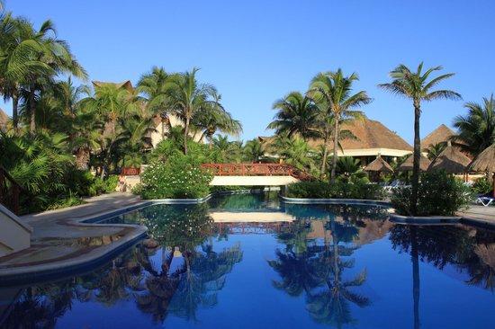 Luxury Bahia Principe Akumal: Une piscine
