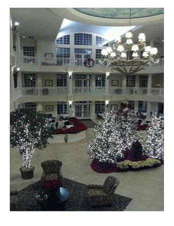 Blue Harbor Resort: Hotel Lobby at Christmas