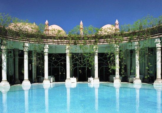 Le Palais Rhoul & Spa : vue de piscine