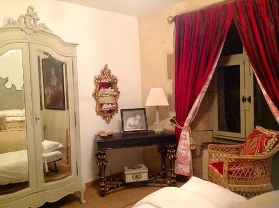 Manoir de Kerledan : una habitacion desde la cama