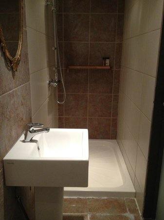 The Wiremill Lakeside Pub & Inn: Bathroom