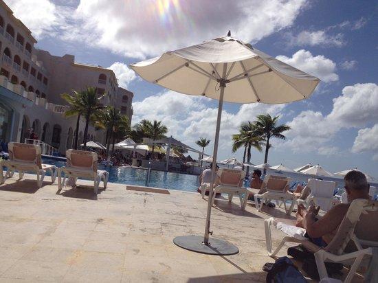 Cozumel Palace : Swimming pool at the resort