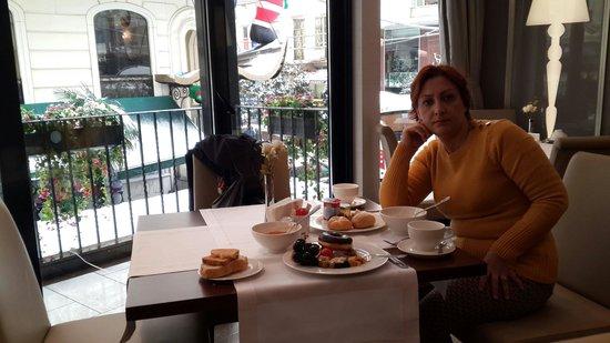 La Villa Hotel: At the restaurant