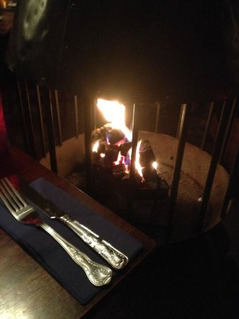 The Wiremill Lakeside Pub & Inn : Roaring fire in the bar