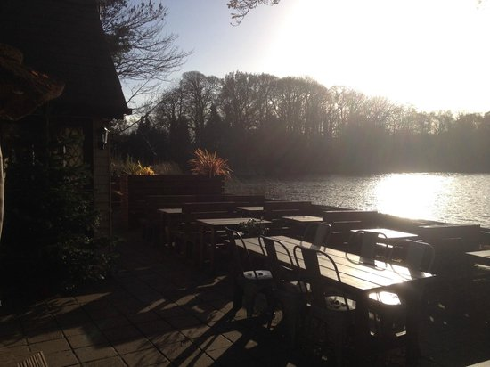 The Wiremill Lakeside Pub & Inn: Lakeside Bar/Dining