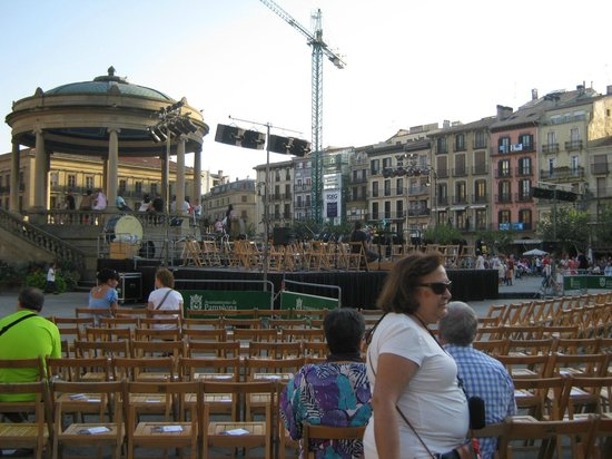 Plaza del Castillo: Classical entertainment - spanish music