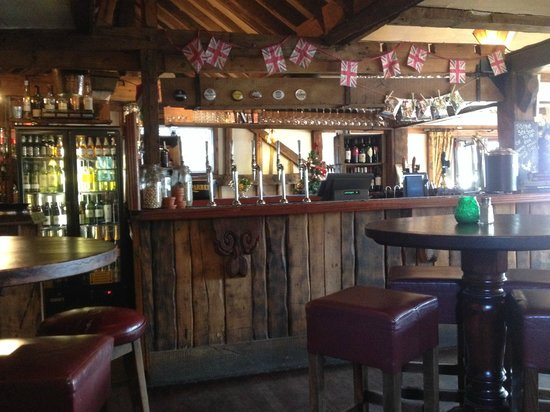 The Wiremill Lakeside Pub & Inn: Bar at Breakfast time