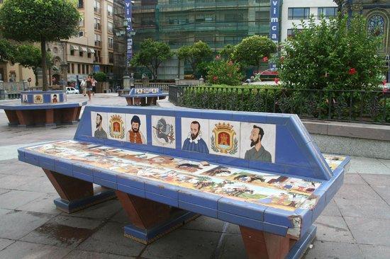 Оригинальная скамья на  Plaza Alta