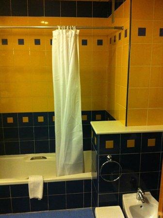 Hotel RH Victoria: baño
