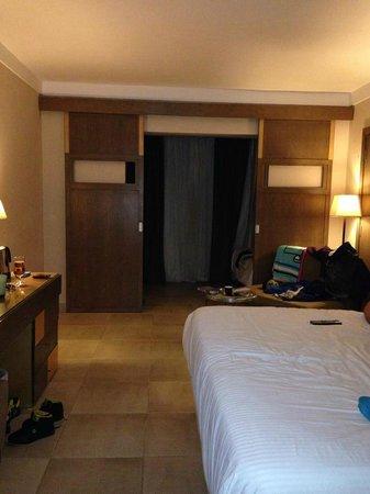 Coral Sea Aqua Club Resort: spacious family double room