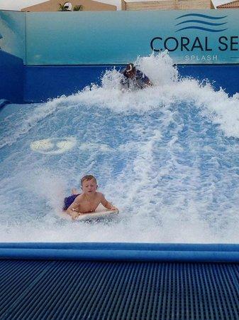 Coral Sea Aqua Club Resort: flow rider
