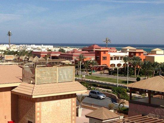 Coral Sea Aqua Club Resort: looking at the sea