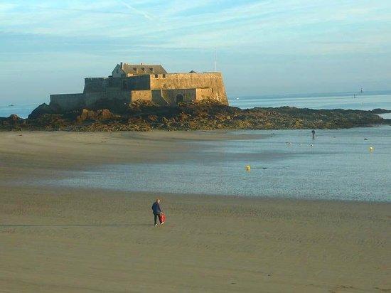 Fort National: Saint-Malo: Francia: vista di mattino senza bandiera