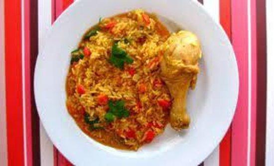 Rancho Raices de Osa: arroz con pollo achiotado.