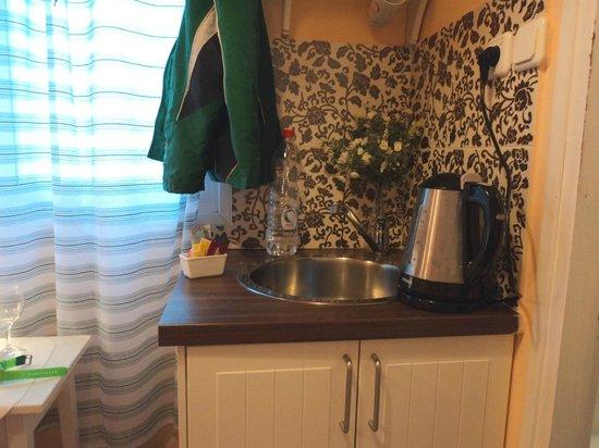 Peer Guest House: keuken Eden budget room