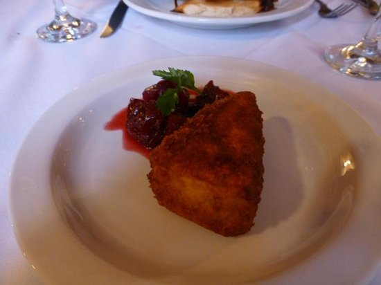 The Stansfield Arms: Deep fried Brie and berry compote