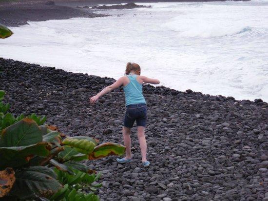 Hana Kai Maui: Black beach mostly rocks but some pockets of sand