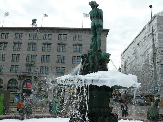 The Esplanadi Park: Флешмоб - фейри вылили в фонтан!