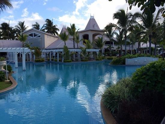 Sugar Beach Golf & Spa Resort: Piscine principale au levé du jour