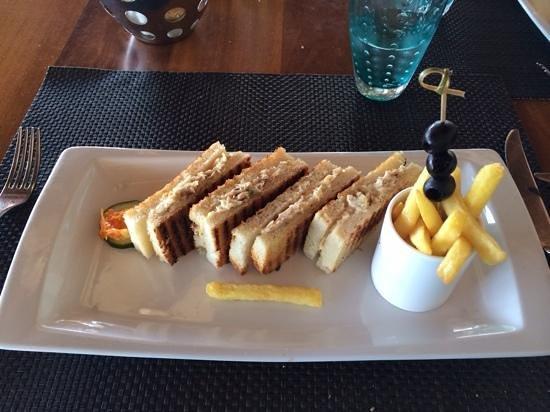 Sugar Beach Golf & Spa Resort: Sandwich snacké au Tides, excellent !