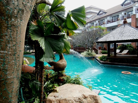 Woodlands Hotel & Resort : GRANDE piscine