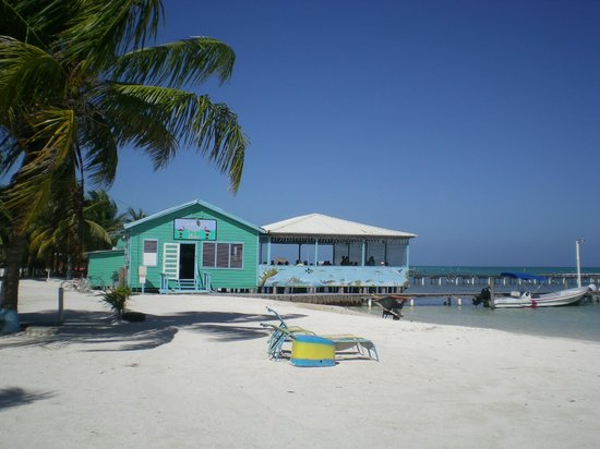 Rainbow Grill: Only restaurant on Caye Caulker that is literally 'on' the water