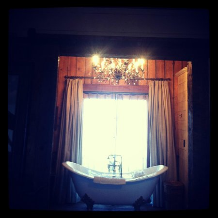 The Ranch at Rock Creek: Best Bathroom I've Seen in A Hotel!