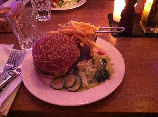 pentahotel Wiesbaden : Cheese burger