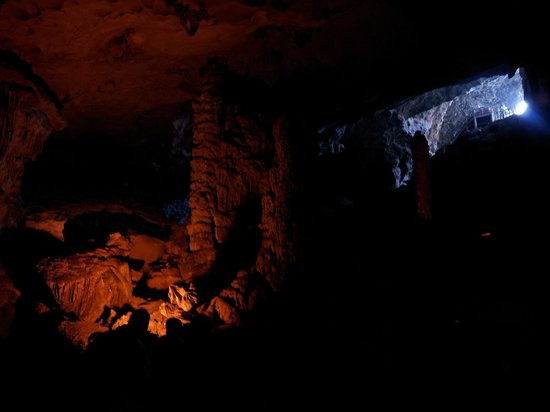 Dau Go Cave: inside the caves