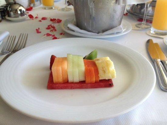 Secrets The Vine Cancun Resort & Spa: Romantic breakfast in bed