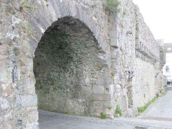 Eyre Square : Another archway