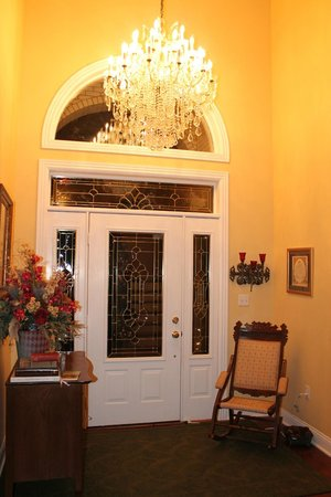 Southern Grace Bed and Breakfast: entrance